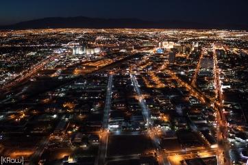 Vue de nuit depuis la Stratosphère sur Las Vegas aux USA