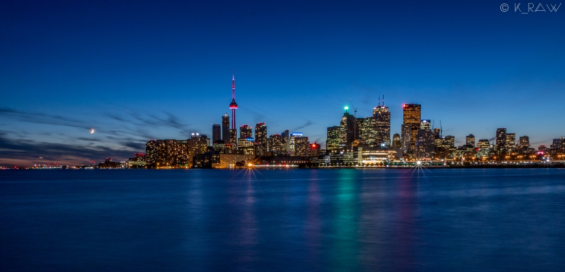 Vue de nuit sur la skyline de Toronto au Canada