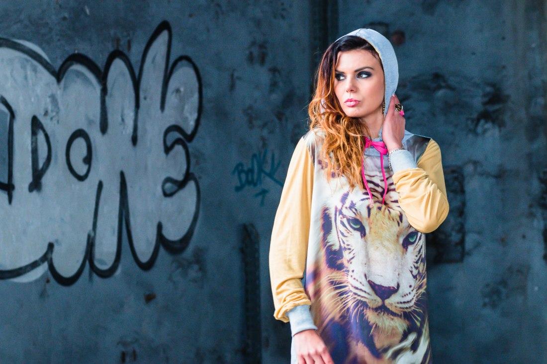 pull à capuche imprimé tigre jaune ljd